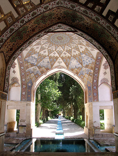 Persian garden tavoos online iran 39 s first bilingual for Arquitectura morisca